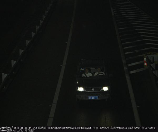 海南交警曝光一批环岛高速部分交通违法行为